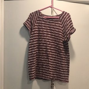 Short sleeve top. Burgundy and white